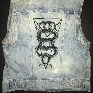❤️ NWOT LEVI'S Denim Vest w/Back Graphic Size S